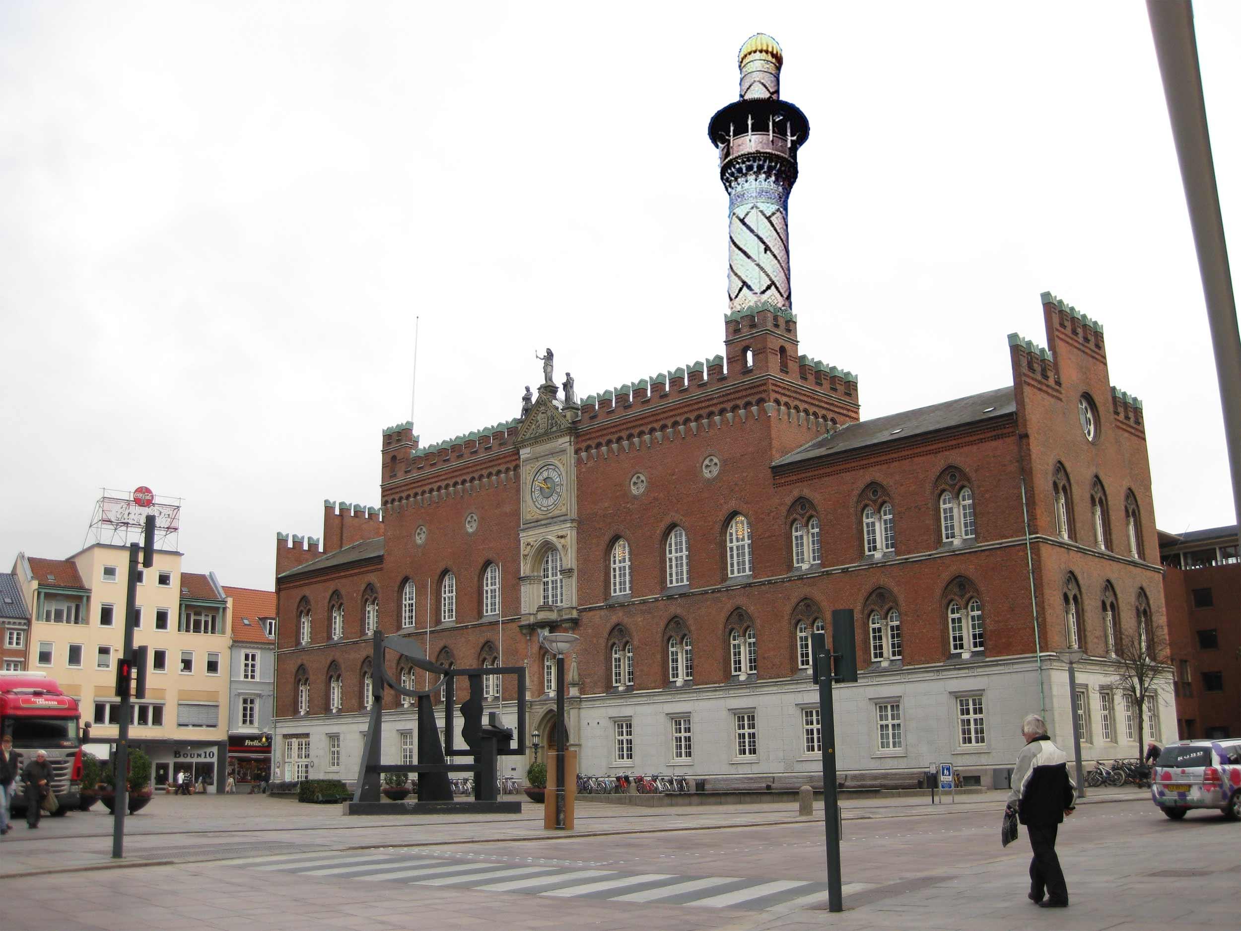 Stormoskéen i Odense udstyres med to minerater, hvoraf den ene monteres på den gamle rådhusbygning.