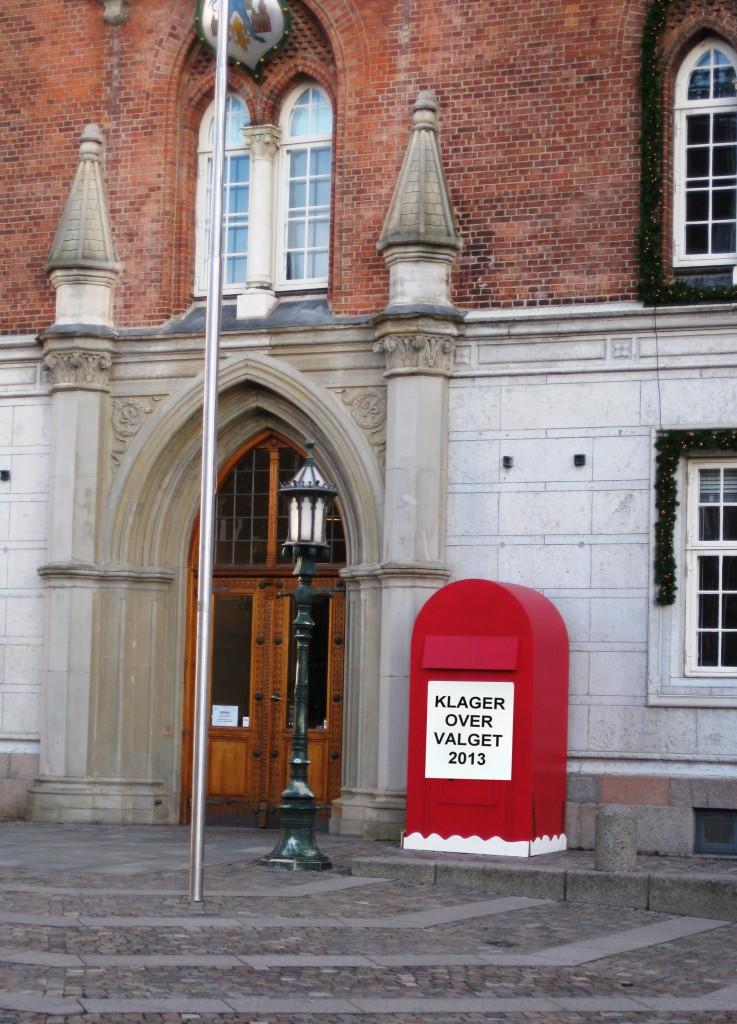 Til modtagelse af klager over valget har Odense Kommune opsat en postkasse lige uden for rådhuset. Foreløbigt tømmes postkassen to gange dagligt.