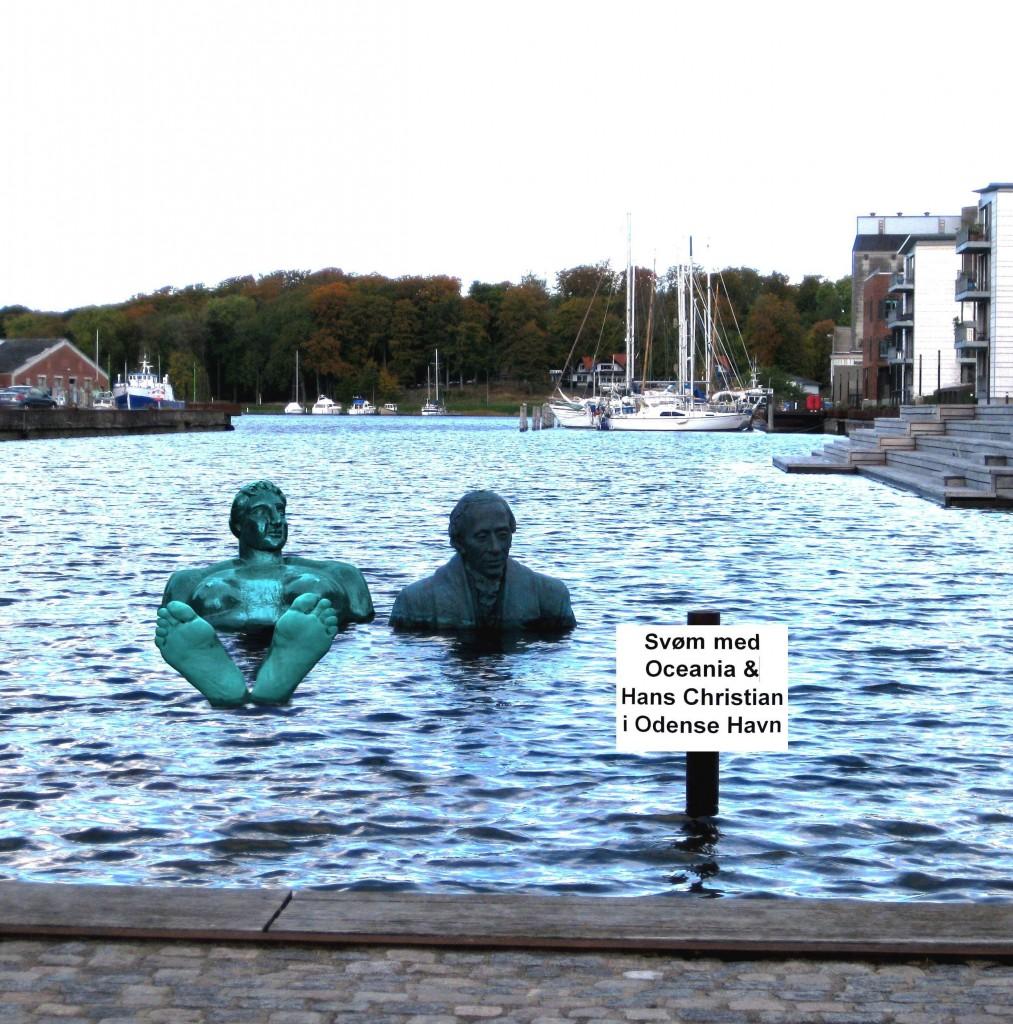 """H.C. Andersen - i Jens Galschiøts udgave - og Oceania tager begge del i """"arbejdet"""" med at trække badegæster til Odense Havn. Billedet er taget fra en brochure fra VisitOdense."""